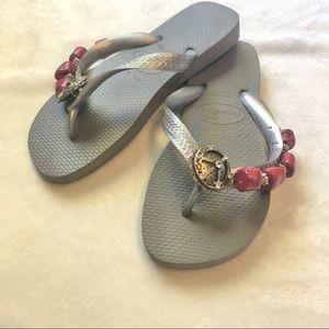Grey Havaianas Flip Flops w/ Peace Sign - Size 4/5